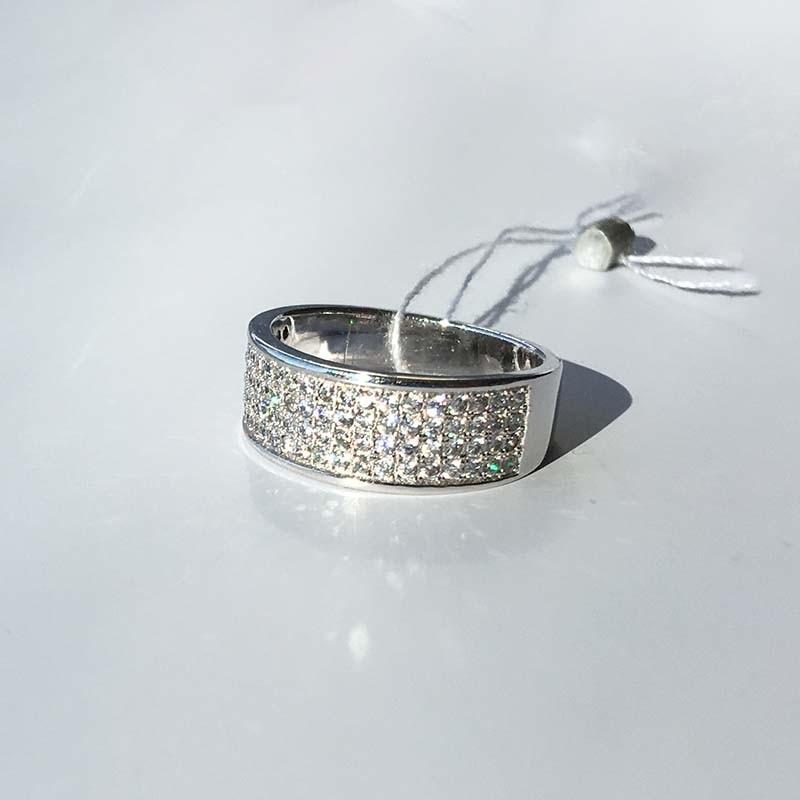 Серебряное кольцо с фианитами (410235)