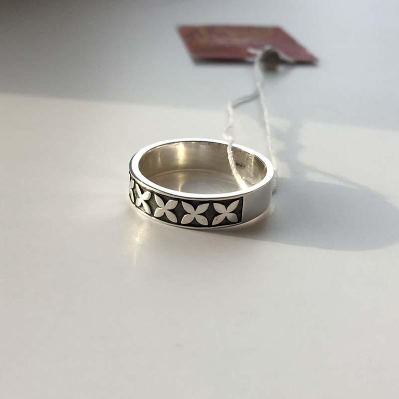 """Серебряное руническое кольцо  """"Привлечение в жизнь большой любви"""" R-7702Ag."""
