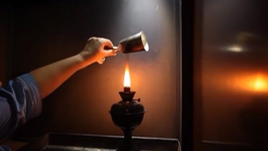 Процес копчения изделия над лампой