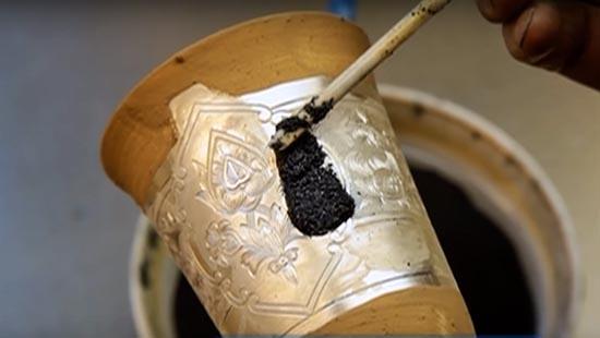 Наничение ювелирной черни на серебряный бокал